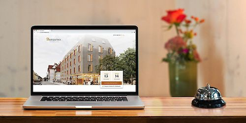 website_laptop_rezeption_hotel_bergamo.jpg